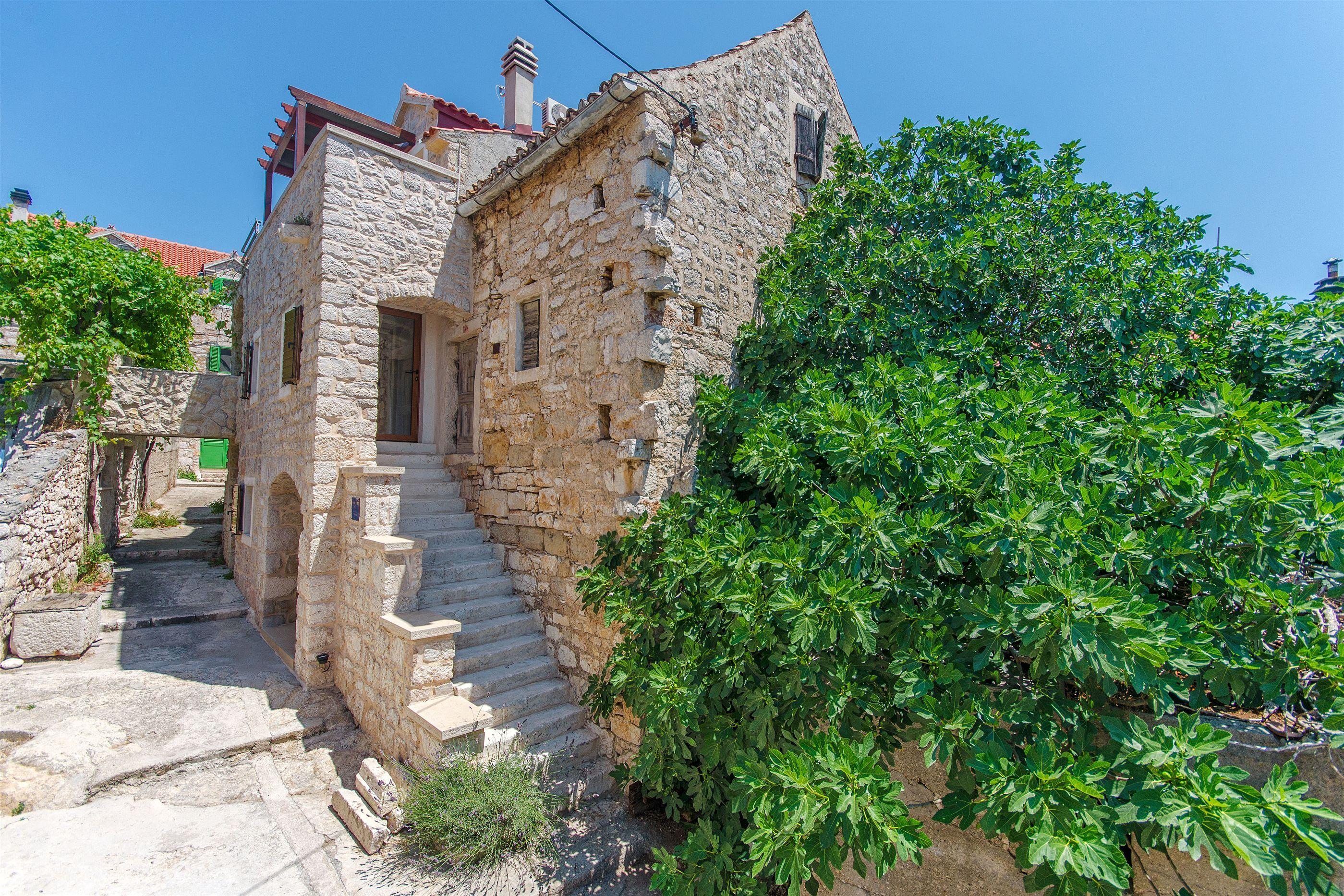 House Stone house island Prvić